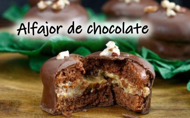 Alfajor de Chocolate: recheio doce de leite e cobertura de chocolate