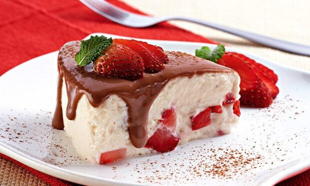Merengue com Chocolate e Morango