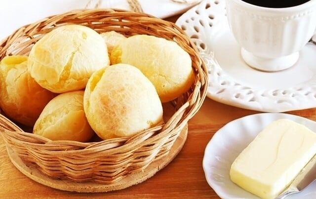 Receita de pão de queijo com bastante queijo