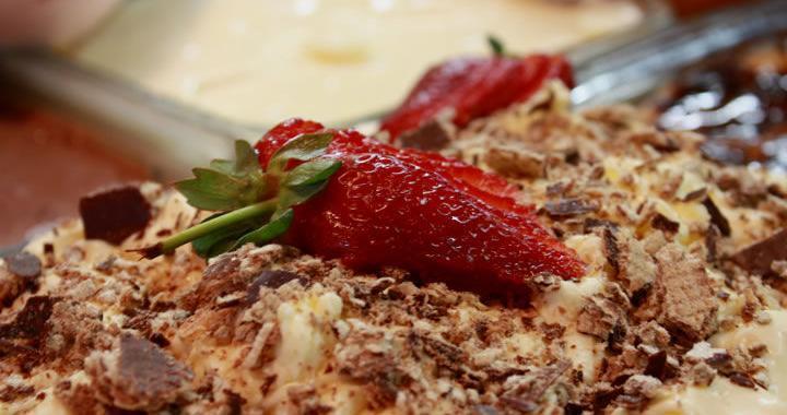 Torta de Bis e Morango: prática e saborosa