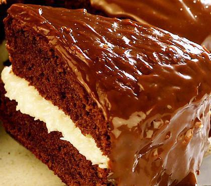 Bolo Prestígio com Cobertura de Chocolate: macio e fácil de fazer
