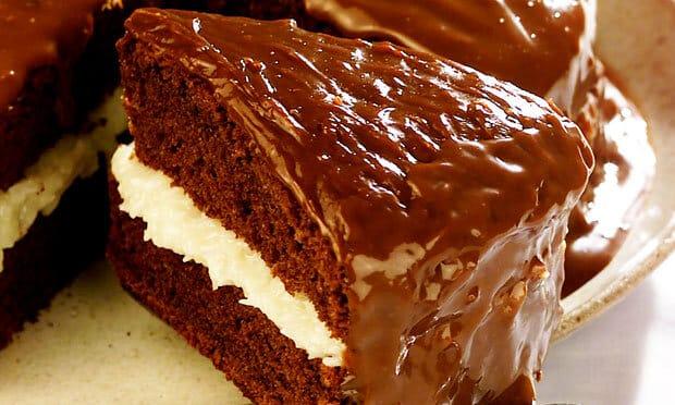 Bolo Prestígio com Cobertura de Chocolate