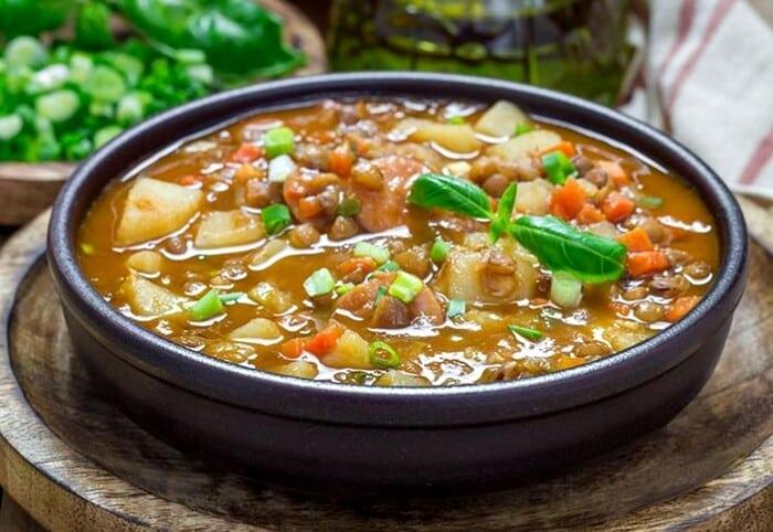 Receita de Lentilhas com costela defumada e linguiça - Receita tradicional