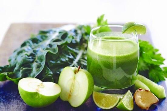 Suco verde antioxidante para limpeza de pele