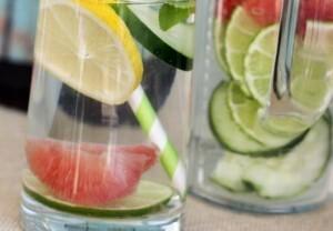 Combine limão, pepino e toranja na sua água detox. (Foto: Divulgação)