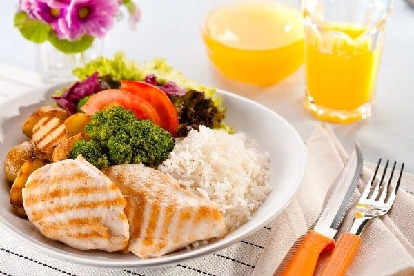 As refeições devem ser leves e saudáveis. (Foto: Divulgação)