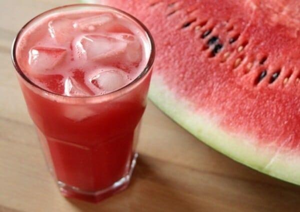 O suco de melancia é uma deliciosa opção. (Foto: Divulgação)