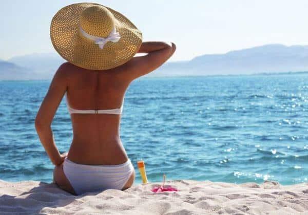 Conquiste a cor do verão com a ajuda de um suco bronzeador. (Foto: Divulgação)