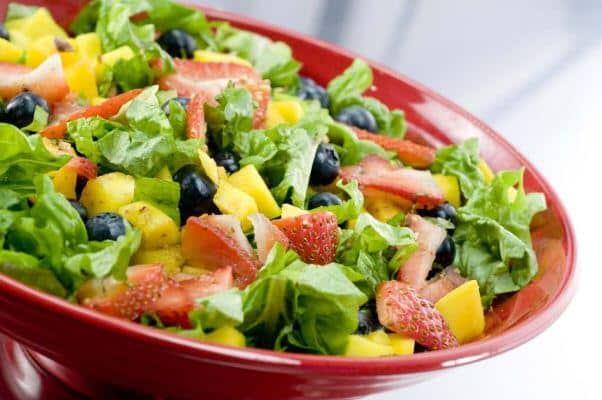 A salada tropical é uma ótima opção para o verão. (Foto: Divulgação)