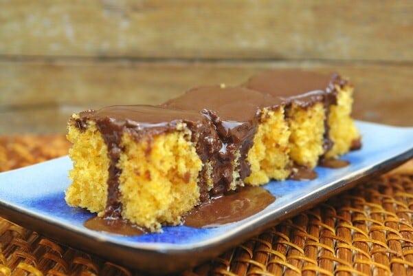 O bolo de cenoura pode sim ser sem glúten e lactose. (Foto: Divulgação)