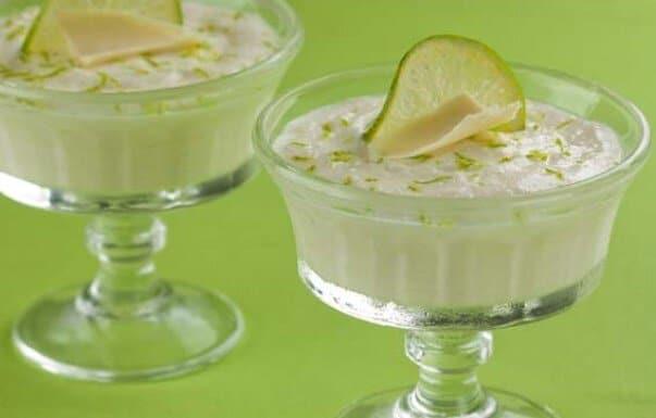 Coloque a mousse de limão em taças e decore. (Foto: Divulgação)