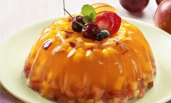 Aprenda a preparar uma deliciosa sobremesa com frutas e gelatina. (Foto: Divulgação)