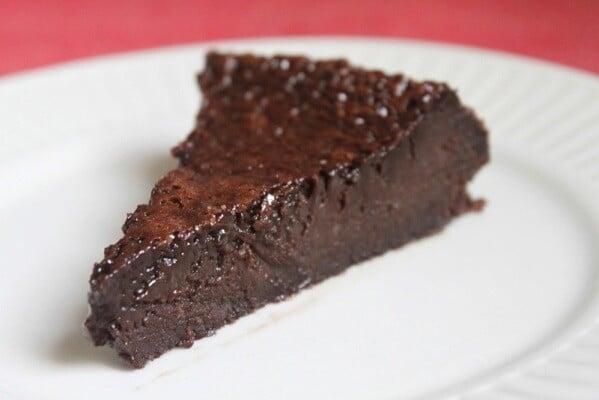 Aprenda a fazer um delicioso bolo de chocolate gelado. (Foto: Divulgação)