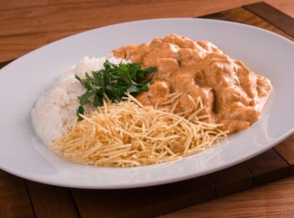 Sirva com arroz e batata. (Foto: Divulgação)