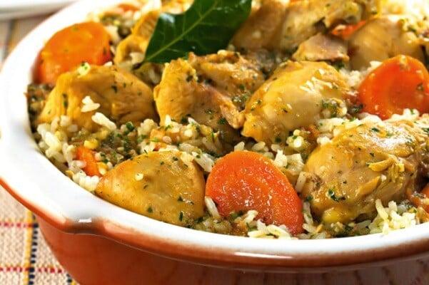O risoto caipira é uma delícia que pode ser servida no almoço ou jantar. (Foto: Divulgação)