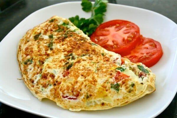 Escolha um recheio bem gostoso para a sua omelete. (Foto Ilustrativa)