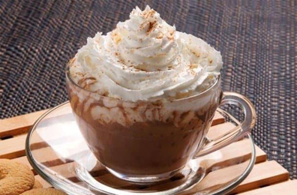 Chocolate quente cremoso - sabor divino com um toque de canela