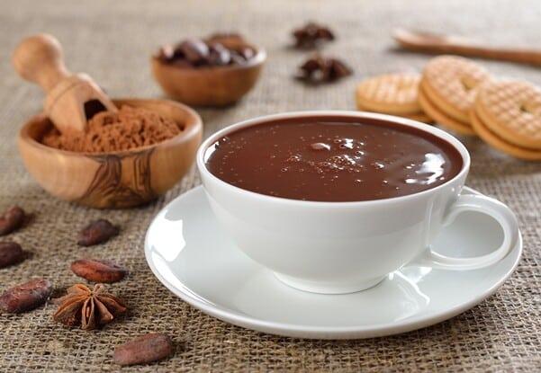 Aprenda a fazer um chocolate quente cremoso e saboroso. (Foto: Divulgação)