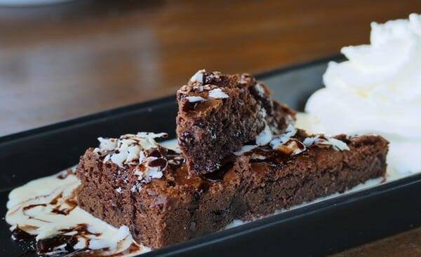 Receita de Bolo de Chocolate Molhadinho e Gelado