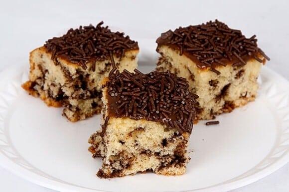 O bolo formigueiro leva granulado na massa. (Foto: Divulgação)