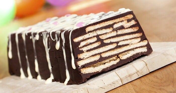 Bolo de chocolate com biscoito: Bolo rápido, fácil e econômico