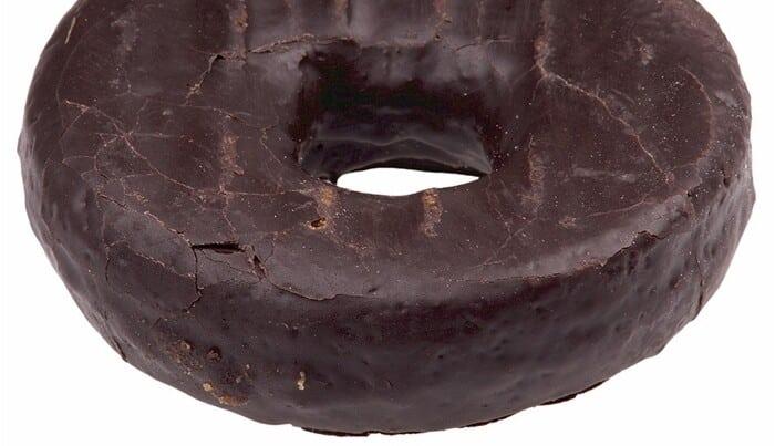 Bolo de chocolate molhadinho com cobertura durinha