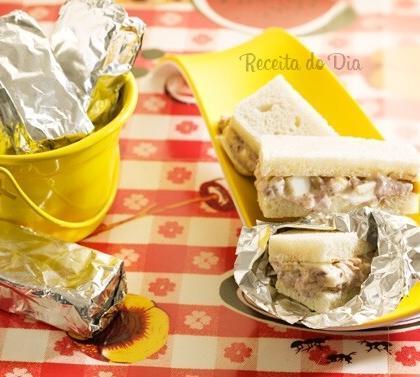 sanduíche molhadinho com sardinha
