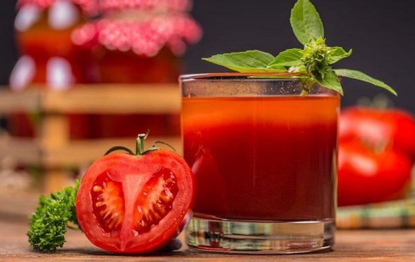Benefícios do suco de tomate. Saiba as propriedades e para que serve