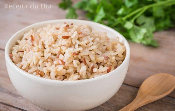 Como fazer arroz integral molinho e soltinho
