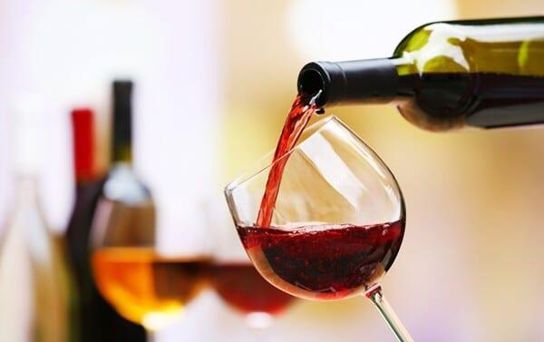 Tomar vinho ajuda a emagrecer? Mito ou verdade?