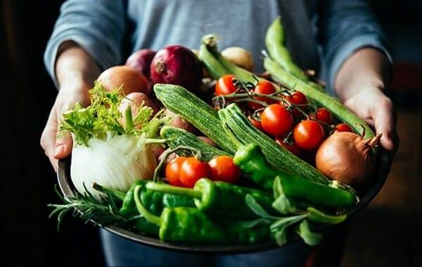 Sete parte de alimentos que jogamos fora, mas que fazem bem a saúde