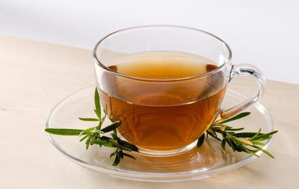 Chá de alecrim para aliviar cólicas menstruais