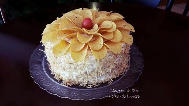 Bolo Bromélia: bolo salgado de frango com creme de milho